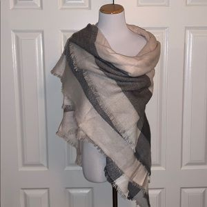 Accessories - Pink and grey scarf / wrap